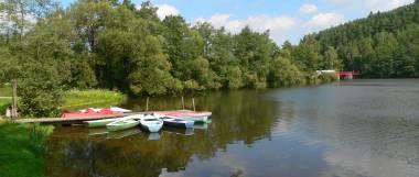 Urlaub am See in Bayern Boot fahren am Blaibacher See
